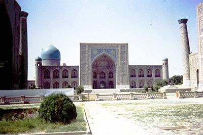福留友子さん〈韓国語〉1993年、中央アジア遠征時。ウズベキスタン、キジルクム砂漠にて