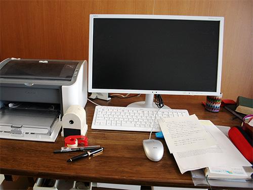img_nakamura06-desk.jpg